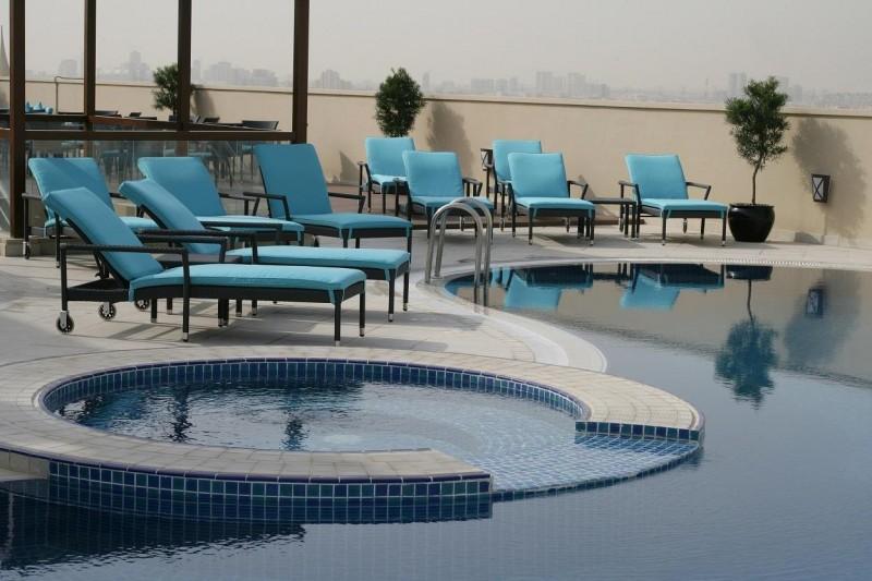 Auris-Plaza-Hotel-tetoteri-medence