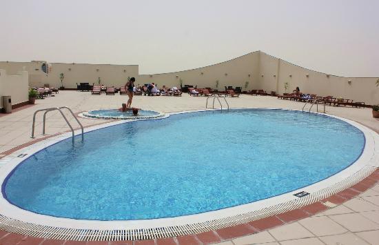 Five-Continents-al-Barsha-tetoteri-medence