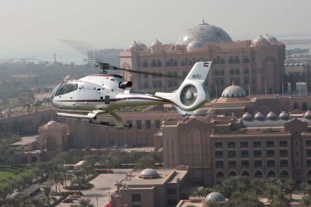 Helikopteres-varosnezes-Abu-Dhabiban