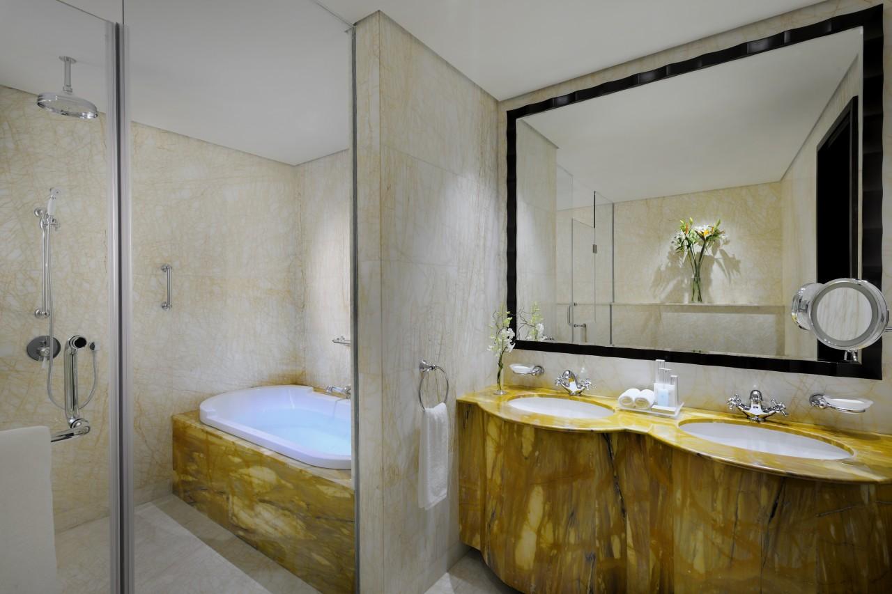 Ramada-Jumeirah-Hotel-furdoszoba